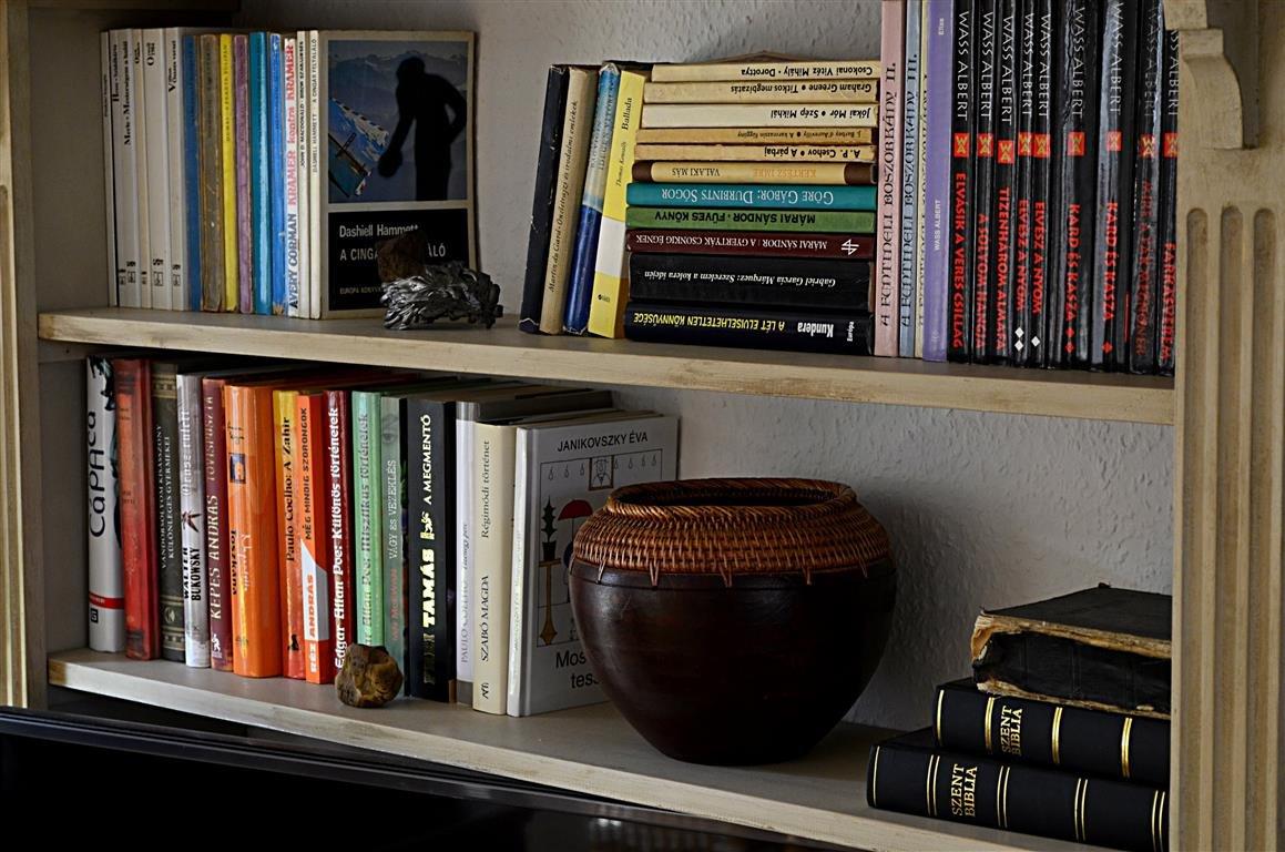 könyvespolc shelf styling